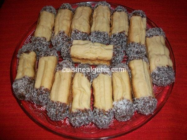 Halwat el lambout (gâteau à l'entonnoir)